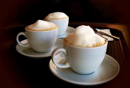 Mocna kawa nie może zastępować wody i soków owocowych